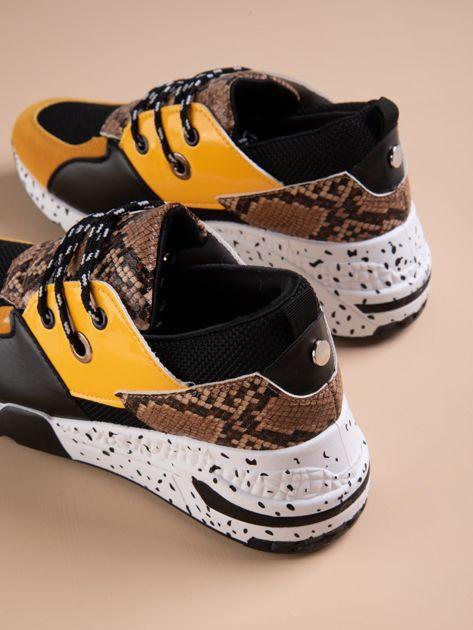 Żółte buty sportowe z wstawką w wężowy print                              zdj.                              3
