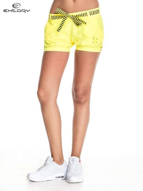Żółte szorty damskie w stylu marynarskim                                  zdj.                                  2