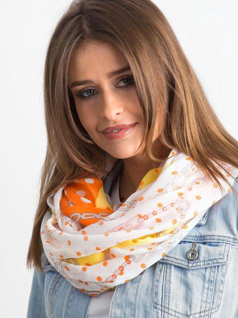 Żółto-pomarańczowa chusta w grochy