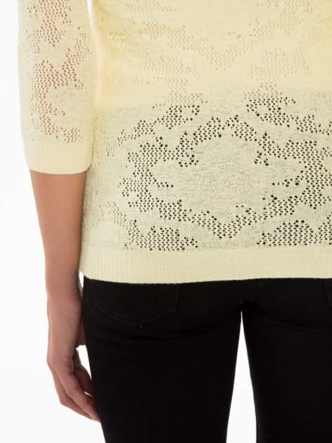 Żółty ażurowy sweter z rękawami 3/4                                  zdj.                                  8
