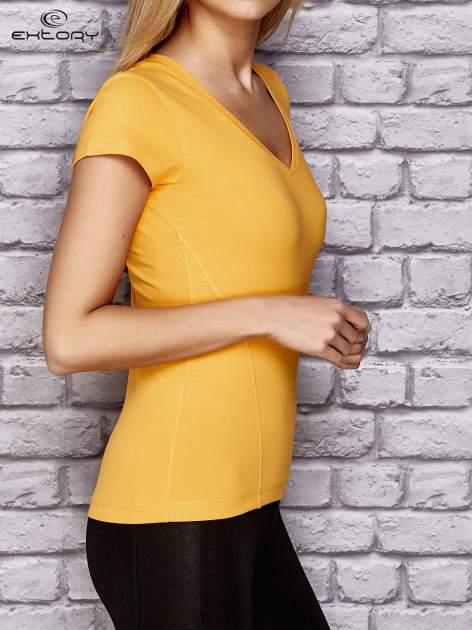 Żółty damski t-shirt sportowy z modelującymi przeszyciami                                  zdj.                                  3
