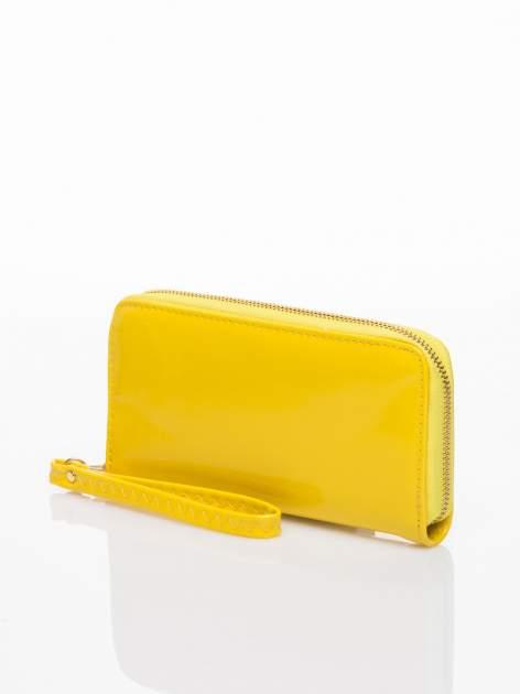 Żółty lakierowany portfel z rączką                                  zdj.                                  2