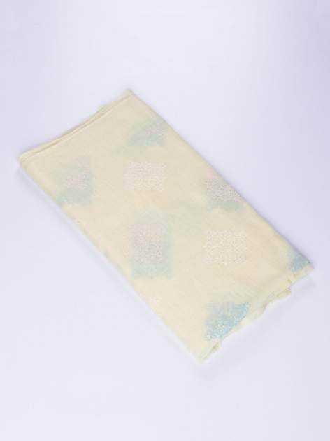 Żółty lekki szal z delikatnym haftem                                  zdj.                                  2