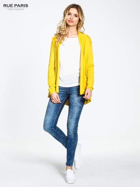 Żółty otwarty sweter narzutka z dłuższym tyłem                                  zdj.                                  2