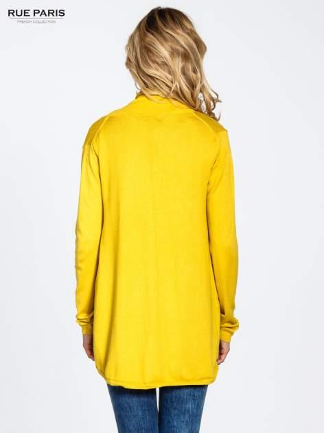 Żółty otwarty sweter narzutka z dłuższym tyłem                                  zdj.                                  4