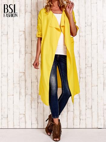 Żółty płaszcz o szlafrokowym kroju                                  zdj.                                  1