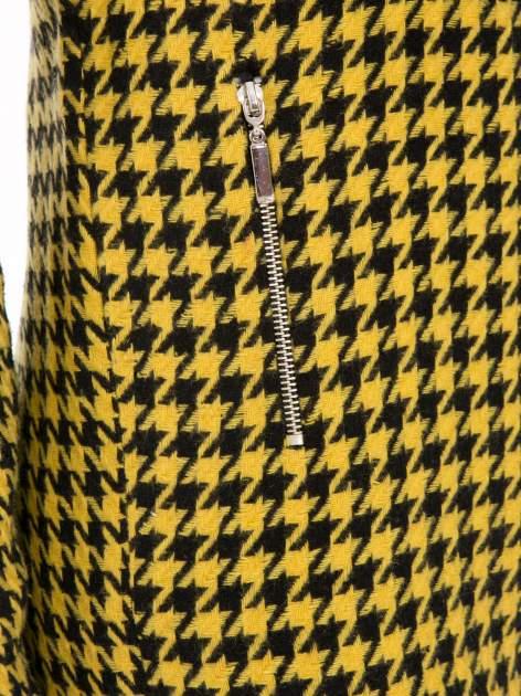 Żółty płaszcz ze skośnym suwakiem we wzór w pepitkę                                  zdj.                                  7