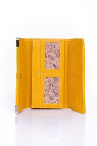 Żółty portfel z ozdobnym detalem i złotymi okuciami                                  zdj.                                  4