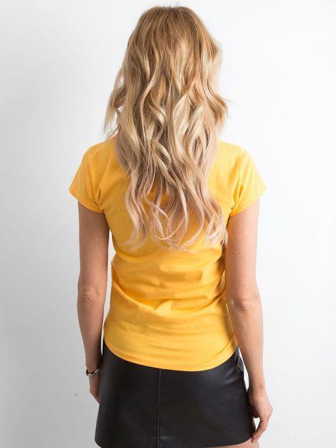Żółty t-shirt damski z napisem                              zdj.                              2