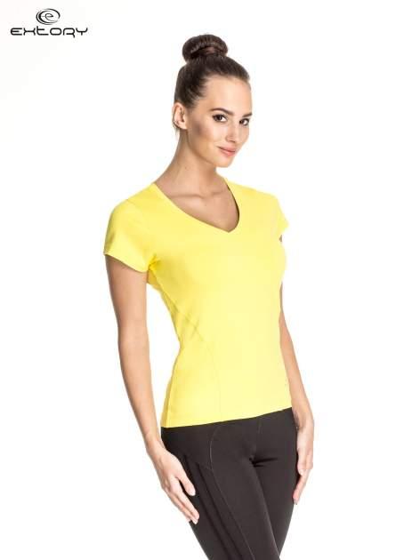 Żółty t-shirt sportowy z dekoltem V-neck PLUS SIZE                                  zdj.                                  3
