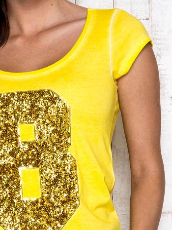 Żółty t-shirt z cekinową cyfrą 8                                  zdj.                                  6