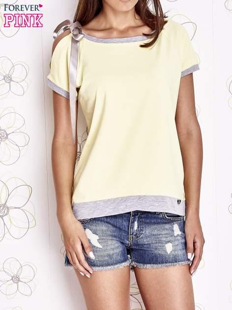 Żółty t-shirt z kokardą