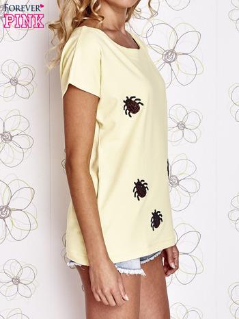 Żółty t-shirt z nadrukiem owadów                                  zdj.                                  3