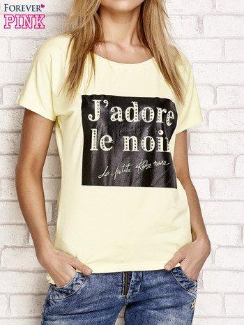 Żółty t-shirt z napisem J'ADORE LE NOIR                                  zdj.                                  1