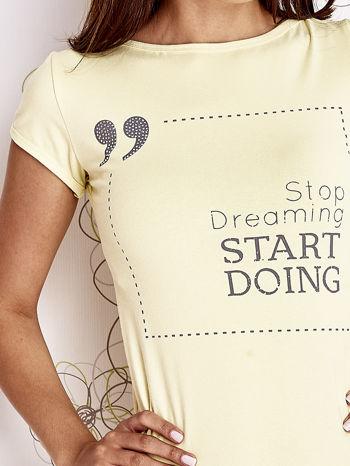 Żółty t-shirt z napisem STOP DREAMING START DOING                                  zdj.                                  5