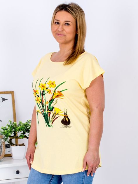 Żółty t-shirt z żonkilami PLUS SIZE                              zdj.                              3