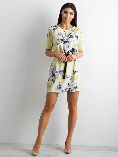 Zwiewna jasnożółta sukienka w kwiaty                              zdj.                              4