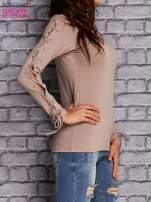 Beżowa bluzka z wiązaniem na rękawach                                  zdj.                                  4