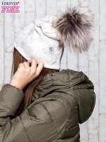 Beżowa czapka z srebrnym nadrukiem i pomponem                                  zdj.                                  3