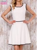 Beżowa sukienka skater z satynową lamówką                                  zdj.                                  1