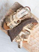 Beżowe sandały na korkowych koturanach Monnari z tygrysim wzorem na paskach                                  zdj.                                  1