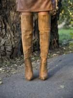 Beżowe zamszowe kozaki na szpilkach za kolano