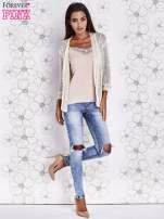 Beżowy ażurowy sweter z tiulowym wykończeniem rękawów                                  zdj.                                  2