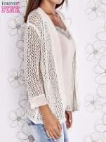 Beżowy ażurowy sweter z tiulowym wykończeniem rękawów                                  zdj.                                  3