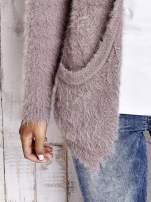 Beżowy puszysty sweter z bocznymi kieszeniami                                  zdj.                                  8