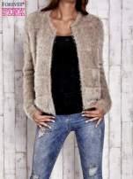 Beżowy puszysty sweter zapinany na suwak                                  zdj.                                  8