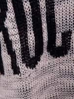 Beżowy sweter z nadrukiem i efektem destroyed