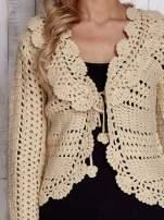 Beżowy sweter z wiązaniem                                  zdj.                                  6