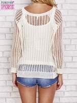 Beżowy szydełkowy sweterek