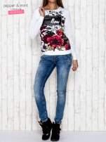 Biała bluza z motywem kwiatowym i napisem                                  zdj.                                  2