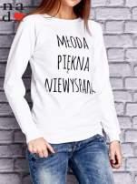 Biała bluza z napisem MŁODA PIĘKNA NIEWYSPANA                                  zdj.                                  1