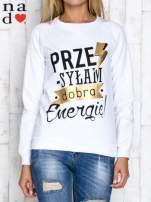 Biała bluza z napisem PRZESYŁAM DOBRĄ ENERGIĘ                                                                          zdj.                                                                         1