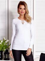 Biała bluzka ze sznurowaną wstawką                                  zdj.                                  1
