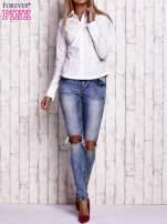 Biała koszula z podwijanymi rękawami                                  zdj.                                  2