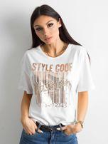 Biała koszulka z nadrukiem i aplikacją                                  zdj.                                  1