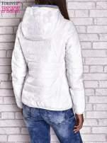 Biała ocieplana kurtka z kontrastowym wykończeniem kaptura                                                                          zdj.                                                                         5