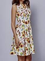 Biała rozkloszowana sukienka w czerwone kwiaty                                  zdj.                                  2