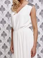 Biała sukienka maxi z pagonami z dżetów                                  zdj.                                  5