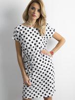 Biała sukienka w grochy z wiązaniem                                  zdj.                                  1