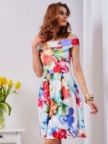 Biała sukienka w kolorowe kwiaty                                  zdj.                                  10