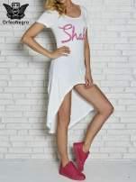 Biała sukienka z dłuższym tyłem i napisem SHAKE!                                  zdj.                                  3
