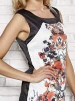 Biała sukienka z pomarańczowym nadrukiem kwiatowym z dżetami                                  zdj.                                  5