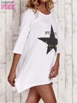 Biała tunika dresowa z printem gwiazdy                                  zdj.                                  3