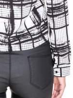 Biało-czarna koszula w kratę wiązana na dole                                  zdj.                                  9