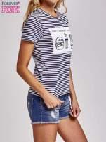 Biało-granatowy t-shirt w paski z motywem fast food                                  zdj.                                  3