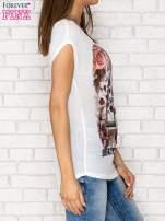 Biały siateczkowy t-shirt z literą A z dżetami                                  zdj.                                  3